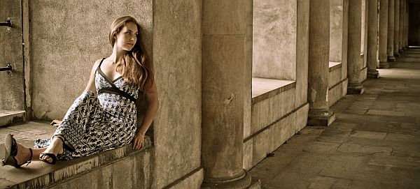 Woman modelling in stone alcove