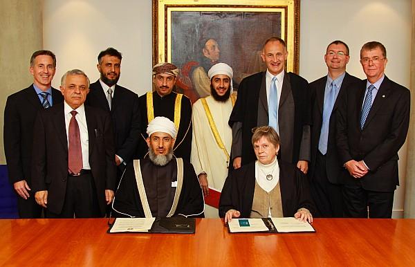 20091021-cambridge interfaith signing4